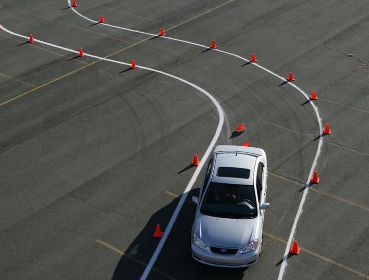 kursy jazdy defensywnej szkolenie defencive driving polska academy